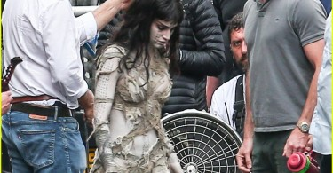 sofia-boutella-films-the-mummy-in-full-costume-makeup-21
