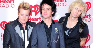 LAS VEGAS, NV - SEPTEMBER 21:  (L-R) Drummer Tre Cool, frontman Billie Joe Armstrong and bassist Mike Dirnt of the band Green Day pose in the press room at the iHeartRadio Music Festival at the MGM Grand Garden Arena September 21, 2012 in Las Vegas, Nevada.  (Photo by Steven Lawton/Getty Images)