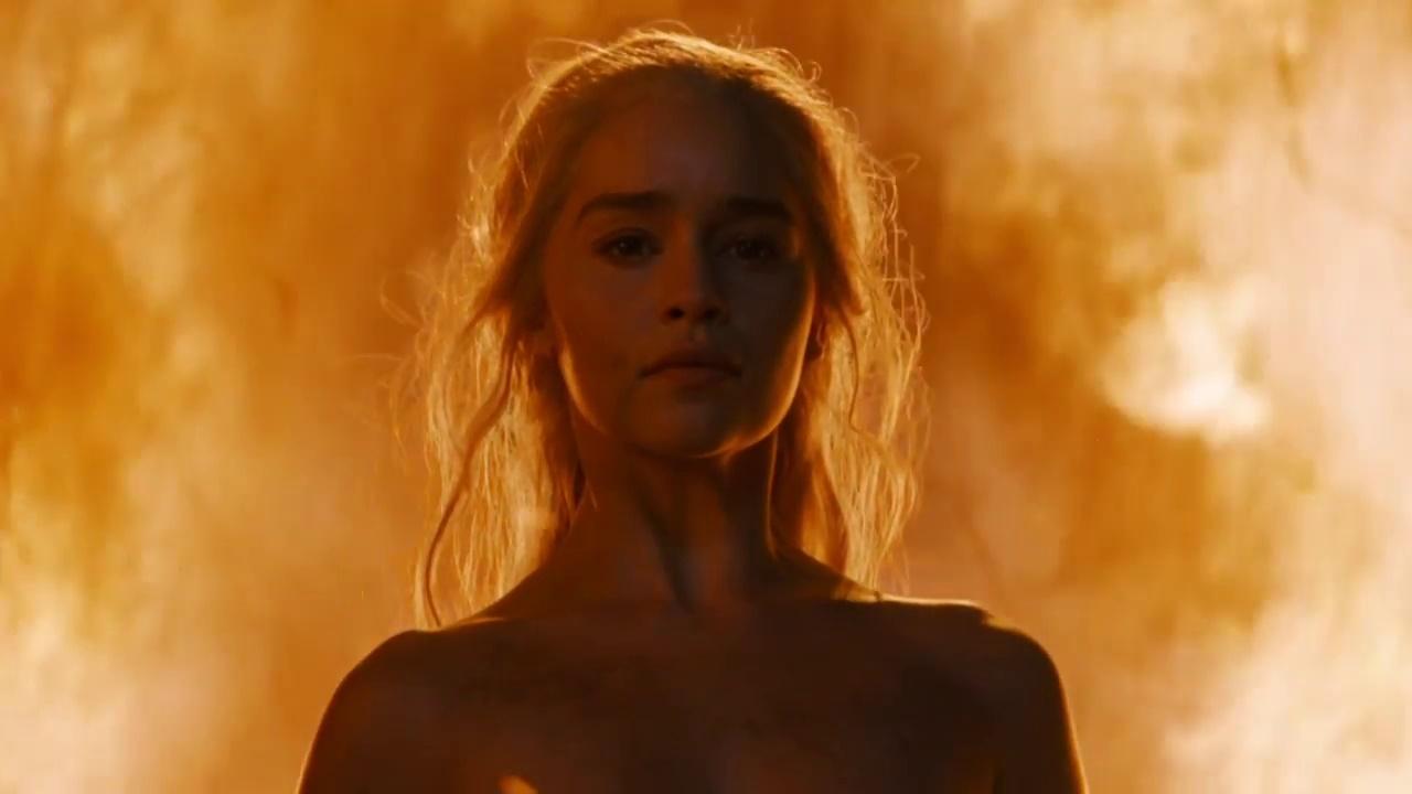 Emilia Clarke diz o que pensa sobre nudez em Game of