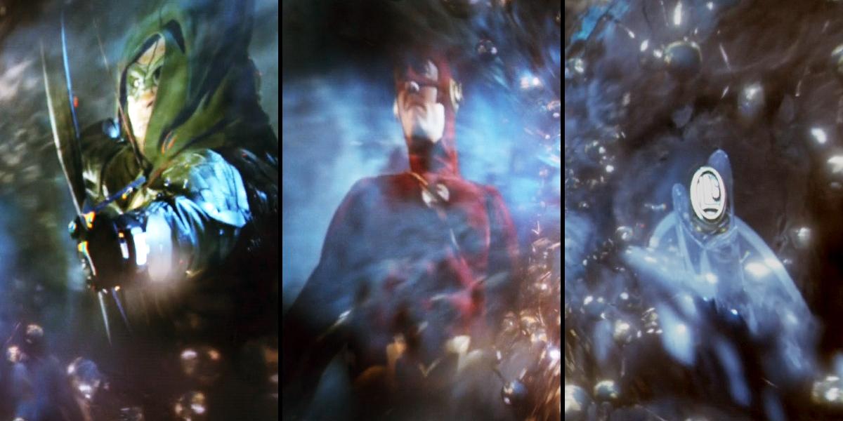 Connor Hawke, Flash dos anos 90 e um anel da Legião dos Super-Heróis. Todas imagens mostradas no momento em que Barry viajou para outra Terra pela primeira vez.