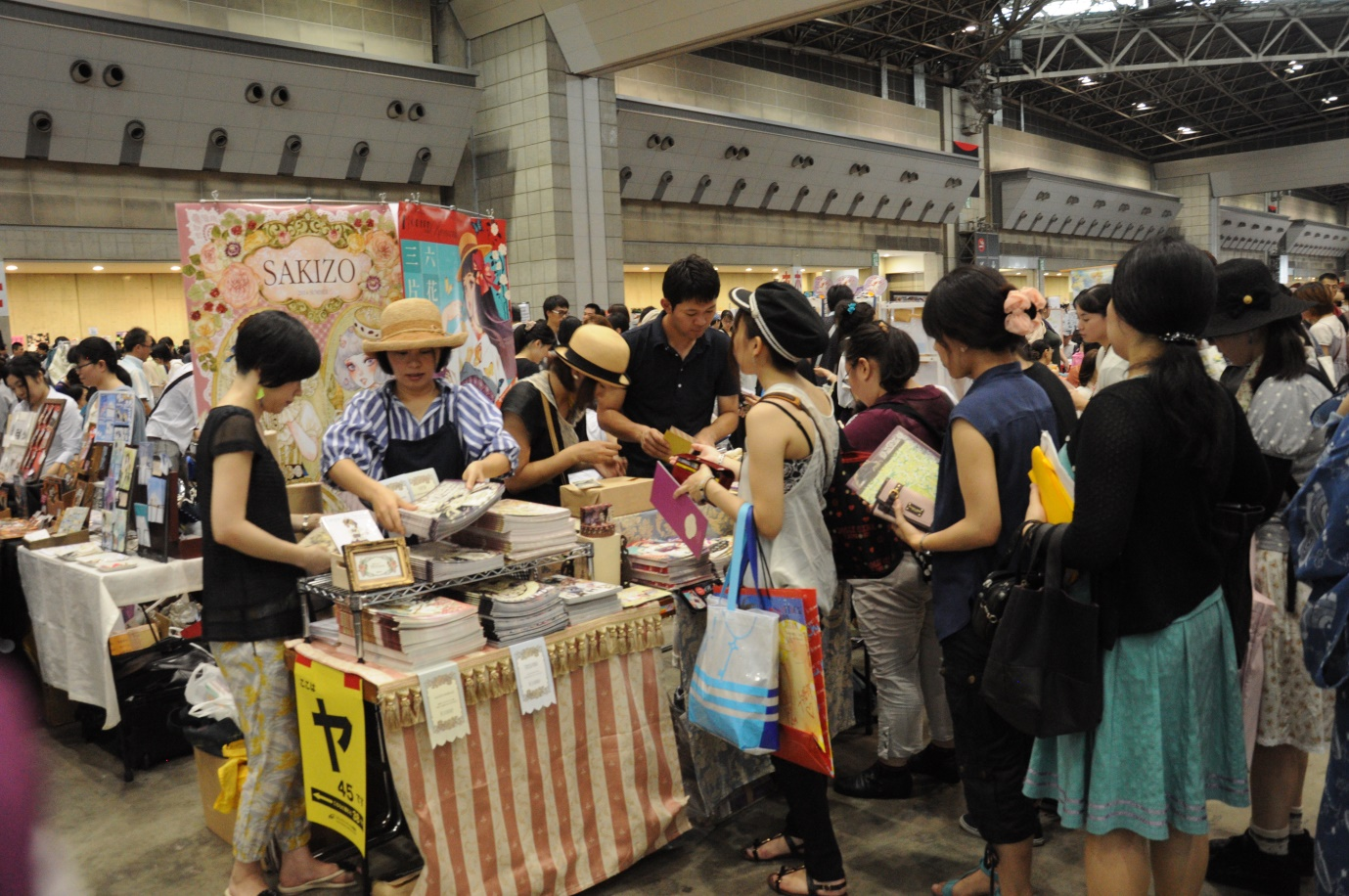 Ok, ok, formem uma fila organizada para comprar as suas Light Novels! Tem pra todo mundo! (Isso não são light novels, mas use sua imaginação)