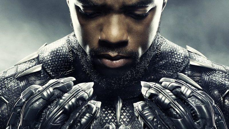 Novo pôster internacional de Pantera Negra destaca o herói em Wakanda!