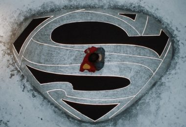 Krypton renovada para segunda temporada.