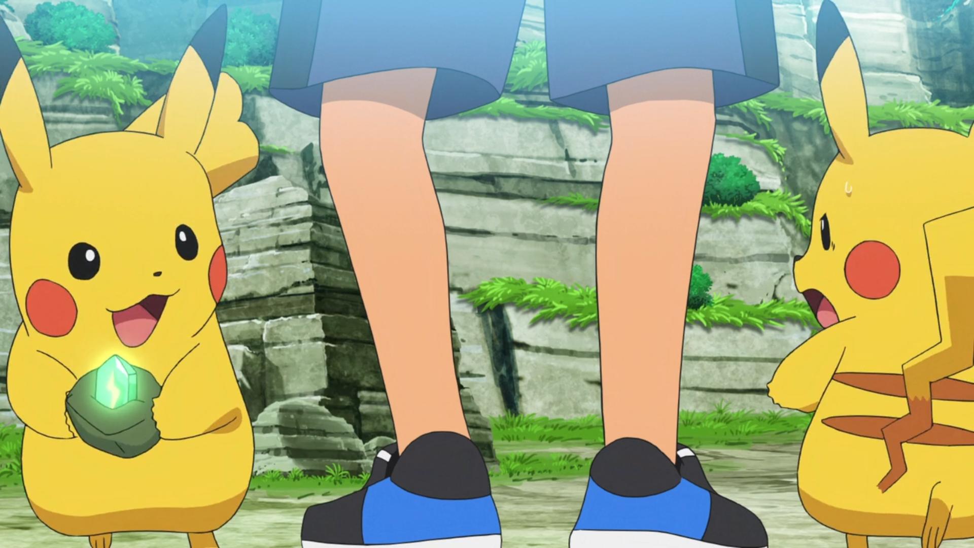 Pikachu do Gou (esquerda) e Pikachu do Ash (direita)